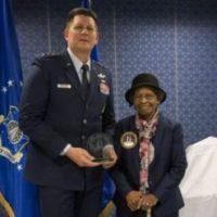 A mulher negra que inventou o GPS é homenageada pela Força Aérea dos EUA no Pentágono