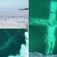 Estátua de Jesus crucificado está à vista em lago congelado nos EUA