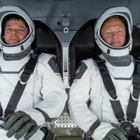 Astronautas da NASA completam missão no espaço a bordo da cápsula SpaceX