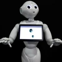 Robô ajuda pacientes na Índia com COVID a falar com entes queridos