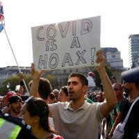 Polícia confronto com manifestantes em manifestação anti-bloqueio em Londres