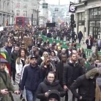 Polícia do Reino Unido prende 155 em protestos contra o bloqueio em Londres