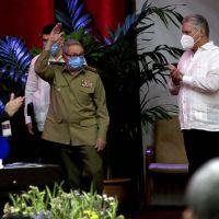 Raúl Castro renuncia após 62 anos na cúpula do poder em Cuba