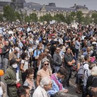 França: Mais de 160.000 pessoas protestam contra as restrições anticovid
