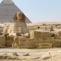 Ferramentas rituais religiosas antigas descobertas por arqueólogos egípcios